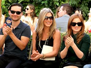 Jennifer Aniston Bonds With Tobey Maguire, Isla Fisher at Fashion Show