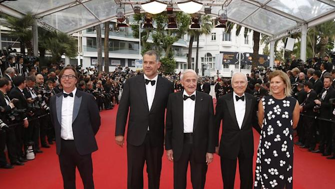. Cannes (France), 24/05/2015.- (2L-R) French director Luc Jacquet, French glaciologist Claude Lorius, French producer Jerome Seydoux, actress Sophie Seydoux and guest arrive for the screening of 'La Glace et le Ciel' (Ice and the Sky) and the Closing Award Ceremony of the 68th annual Cannes Film Festival, in Cannes, France, 24 May 2015. The festival closes with the screening of the movie presented out of competition. (Cine, Francia) EFE/EPA/GUILLAUME HORCAJUELO