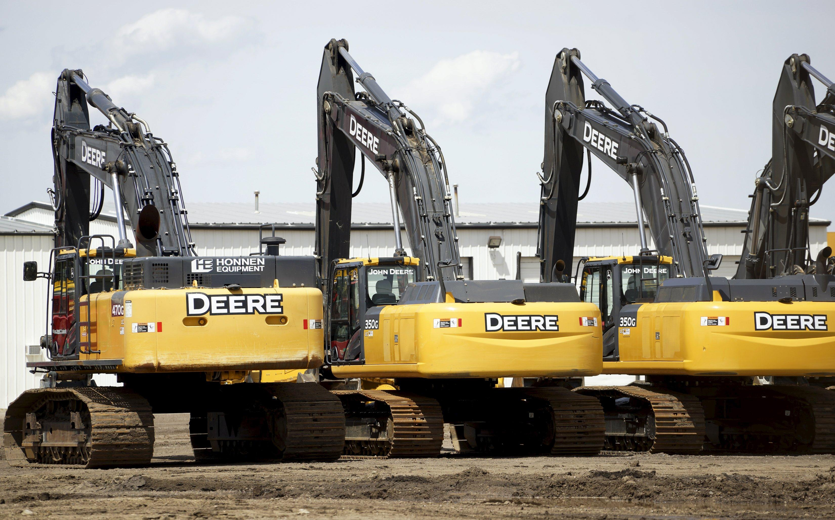 Deere plows past estimates; HP disappoints, HPE not as much; Costco E.coli outbreak