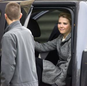 Elizabeth Smart climbs from truck to enter side door of the  Frank Moss Federal Courthouse in Salt Lake City to resume trail of Brian David Mitchell  on Wednesday,  Dec. 1. 2010.  Mitchell, a former street preacher on trial for kidnapping and assaulting Elizabeth Smart.  (AP Photo/The Salt Lake Tribune,  Al Hartmann)