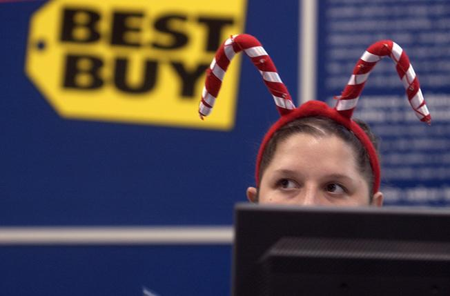 Best Buy rejects Apple's Scrooge-like tactics, has big MacBook sale