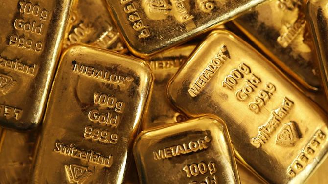 Scots load up on gold as vote gets underway