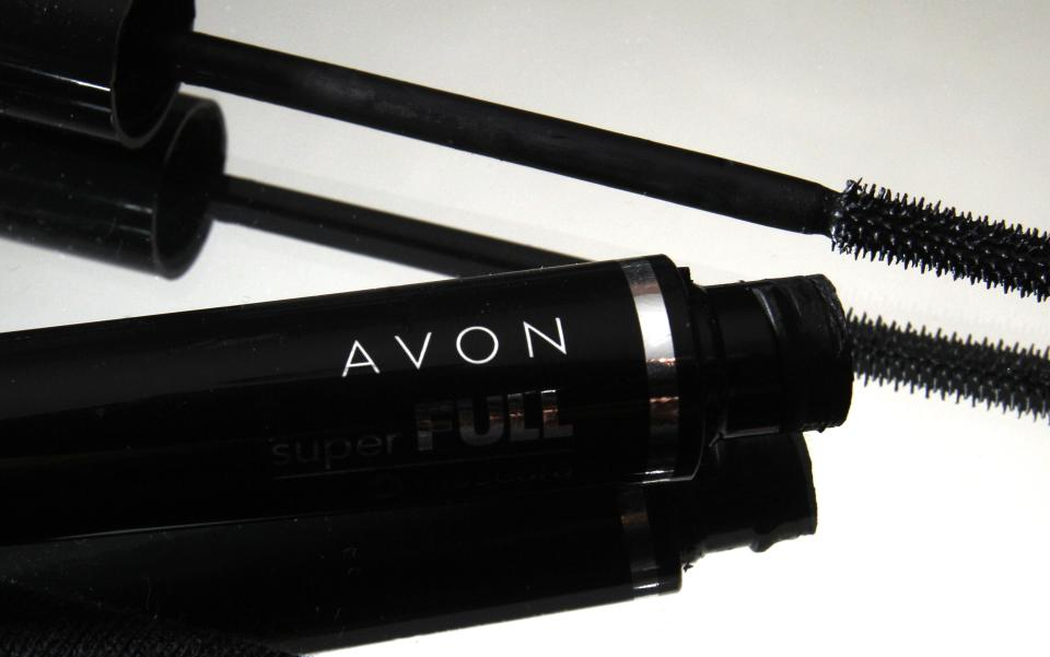 Stronger dollar, weak sales weigh on Avon 2Q