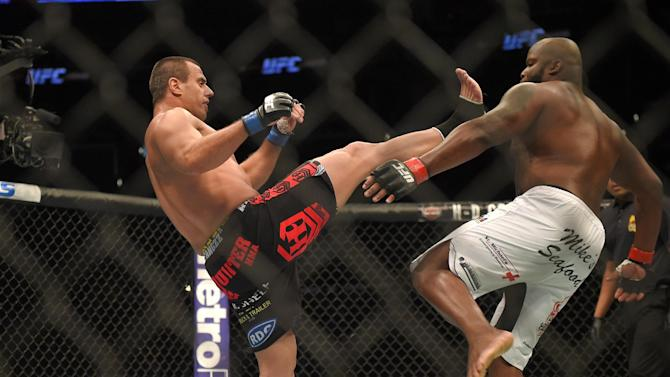 Ruon Potts, left, throws a kick to Derrick Lewis during a UFC 184 mixed martial arts heavyweight bout, Saturday, Feb. 28, 2015, in Los Angeles. Lewis won the fight in the second round after it was stopped. (AP Photo/Mark J. Terrill)