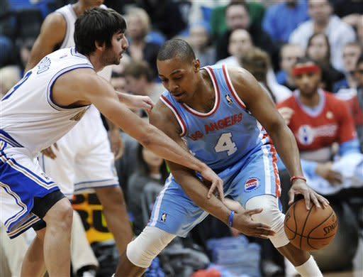 Love's 39 carries Wolves over Clippers