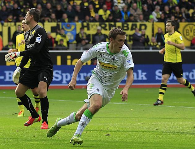 Moenchengladbach's Max Kruse, center, celebrates after scoring during the German first division Bundesliga soccer match between BvB Borussia Dortmund  and VfL Borussia Moenchengladbach in Dortmund