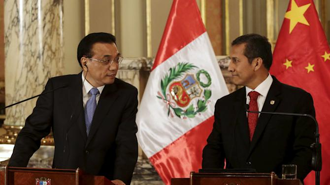 Chinese Premier Li speaks next to Peru's President Humala at the government palace in Lima