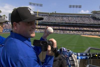 Dodgers fan makes amazing catch, records it (again)