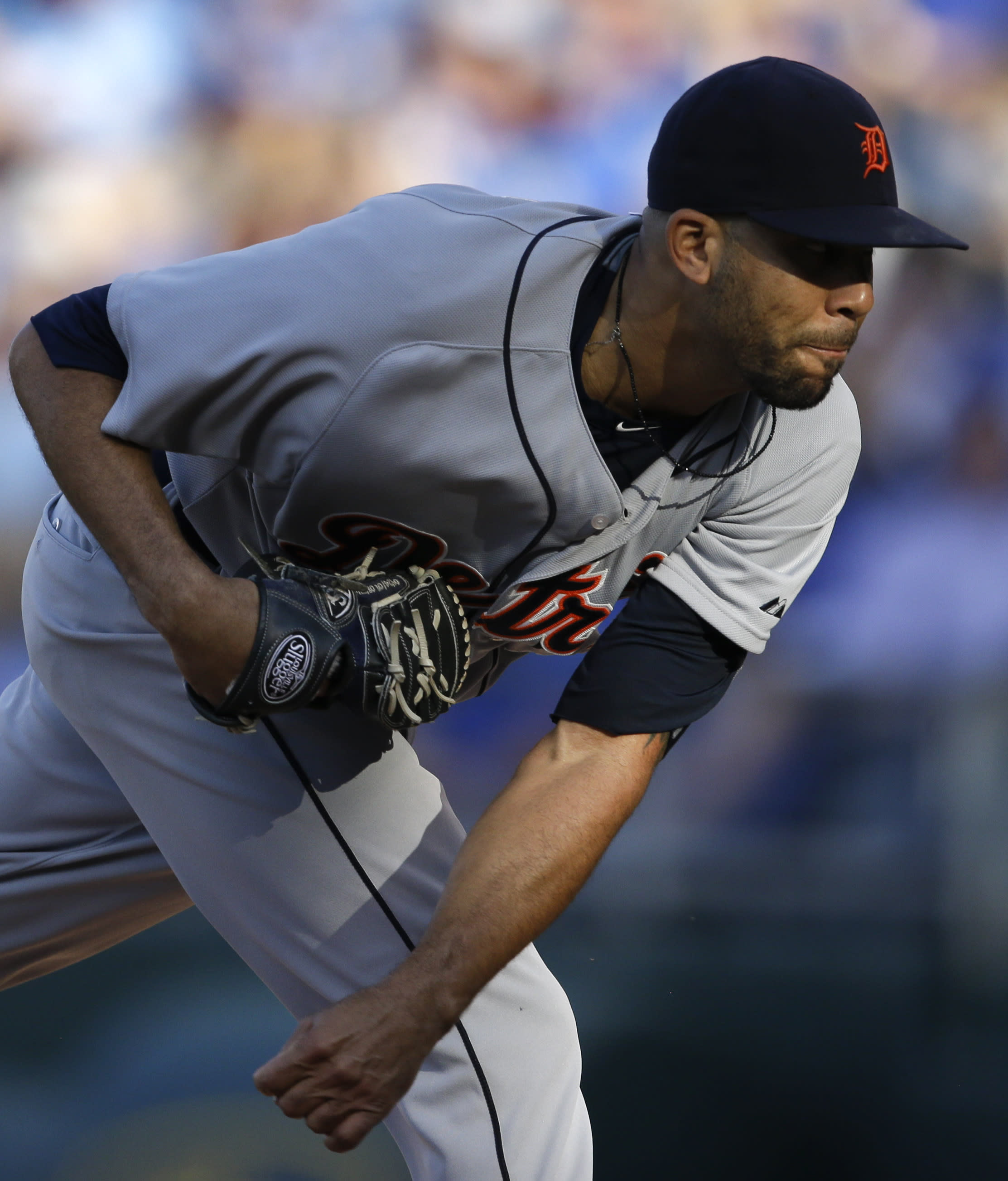 Price throws 5-hitter as Tigers top Royals 2-1