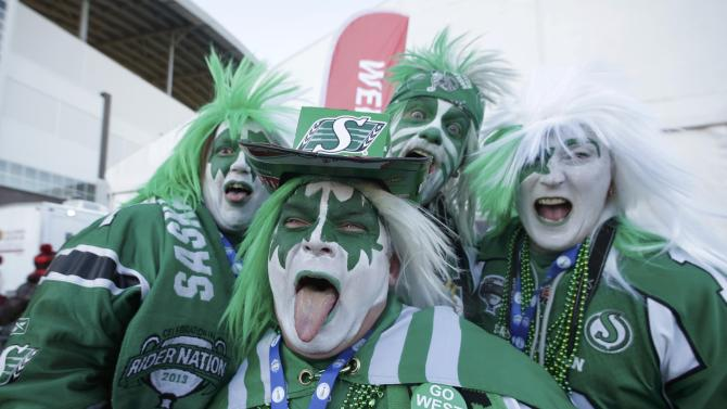 Saskatchewan Roughriders fans pose prior to the103rd CFL Grey Cup championship football game between the Ottawa Redblacks and the Edmonton Eskimos in Winnipeg