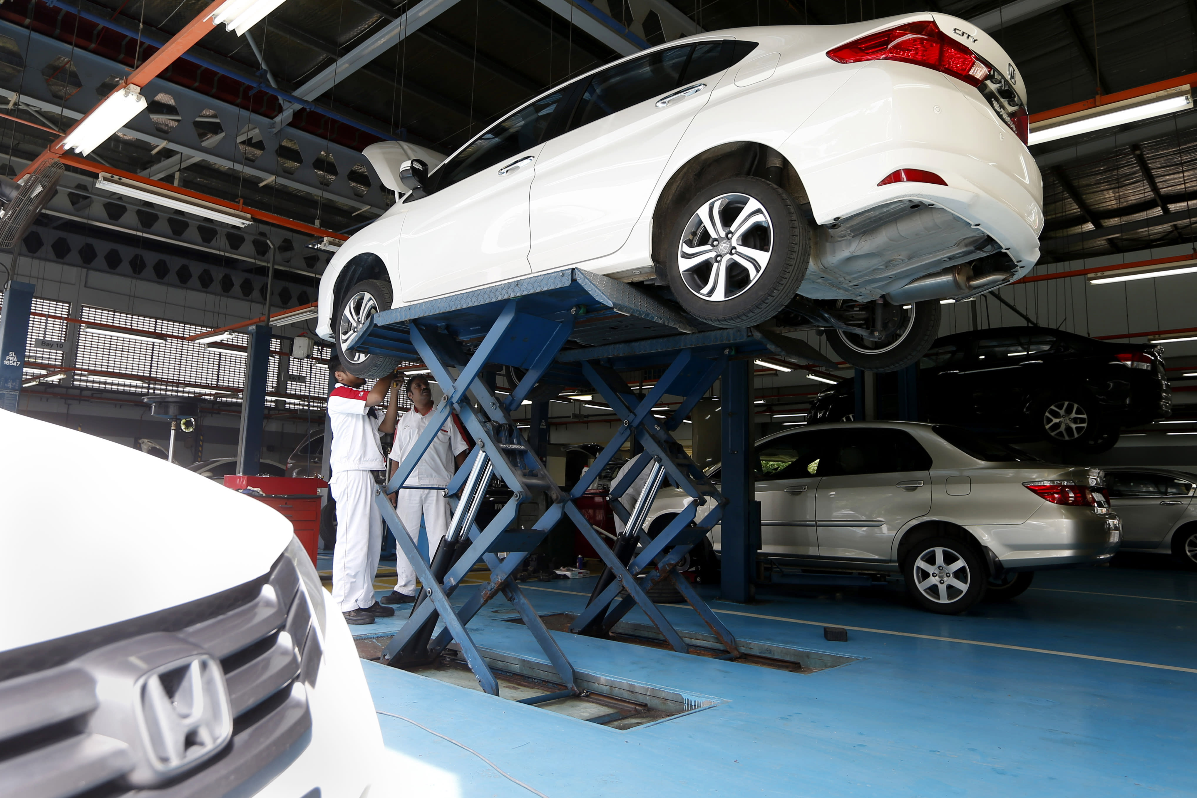 Auto industry acts globally _ except on recalls