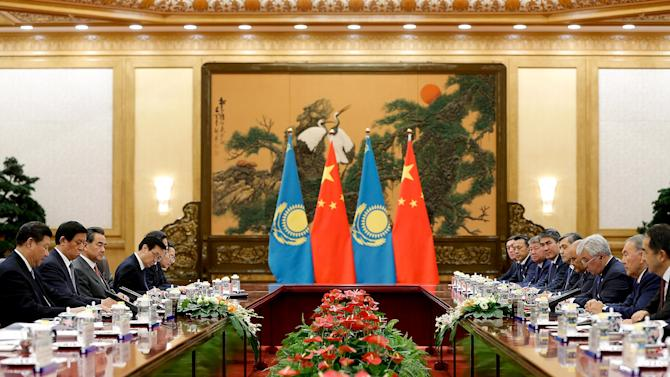 Chinese President Xi Jinxing meets with Kazakhstan President Nursultan Nazarbayev at the Great Hall of the People in Beijing