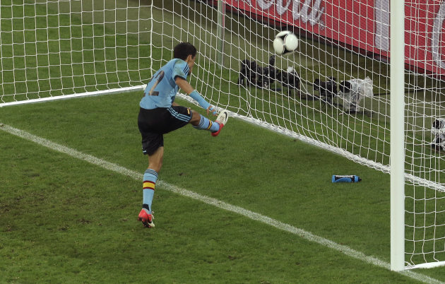 Spain&#39;s Jesus Navas scores his side&#39;s first goal during the Euro 2012 soccer championship Group C match between Croatia and Spain in Gdansk, Poland, Monday, June 18, 2012. (AP Photo/Gero Breloer)