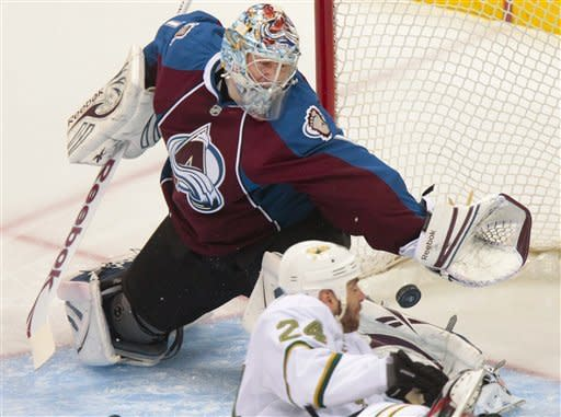 Kobasew's late goal lifts Avalanche past Stars 4-3