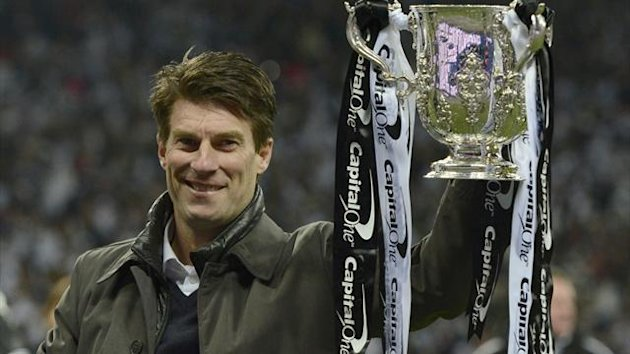 Swansea manager Michael Laudrup holds the Capital One Cup (Reuters)