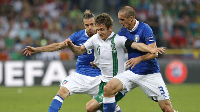 Italy's Federico Balzaretti, left, Ireland's Kevin Doyle, center, and Italy's Giorgio Chiellini go for the ball during the Euro 2012 soccer championship Group C match between Italy and the Republic of Ireland in Poznan, Poland, Monday, June 18, 2012. (AP Photo/Gregorio Borgia)