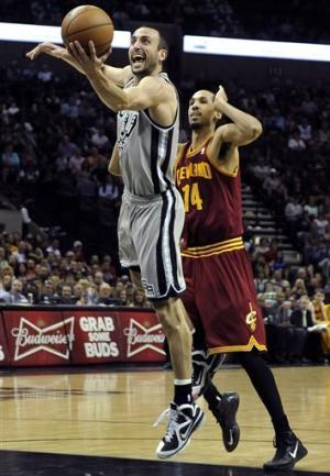 Duncan, Leonard lead Spurs over Cavs, 119-113