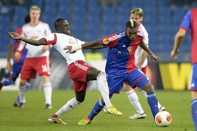 Salzburg's Sadio Mane, left, challenges Basel's Geoffroy Serey Die for the ball during the Europa League round of sixteen first leg soccer match between Switzerland's FC Basel and Austria&