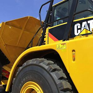 Caterpillar Earnings Up; Sees 2015 Growth
