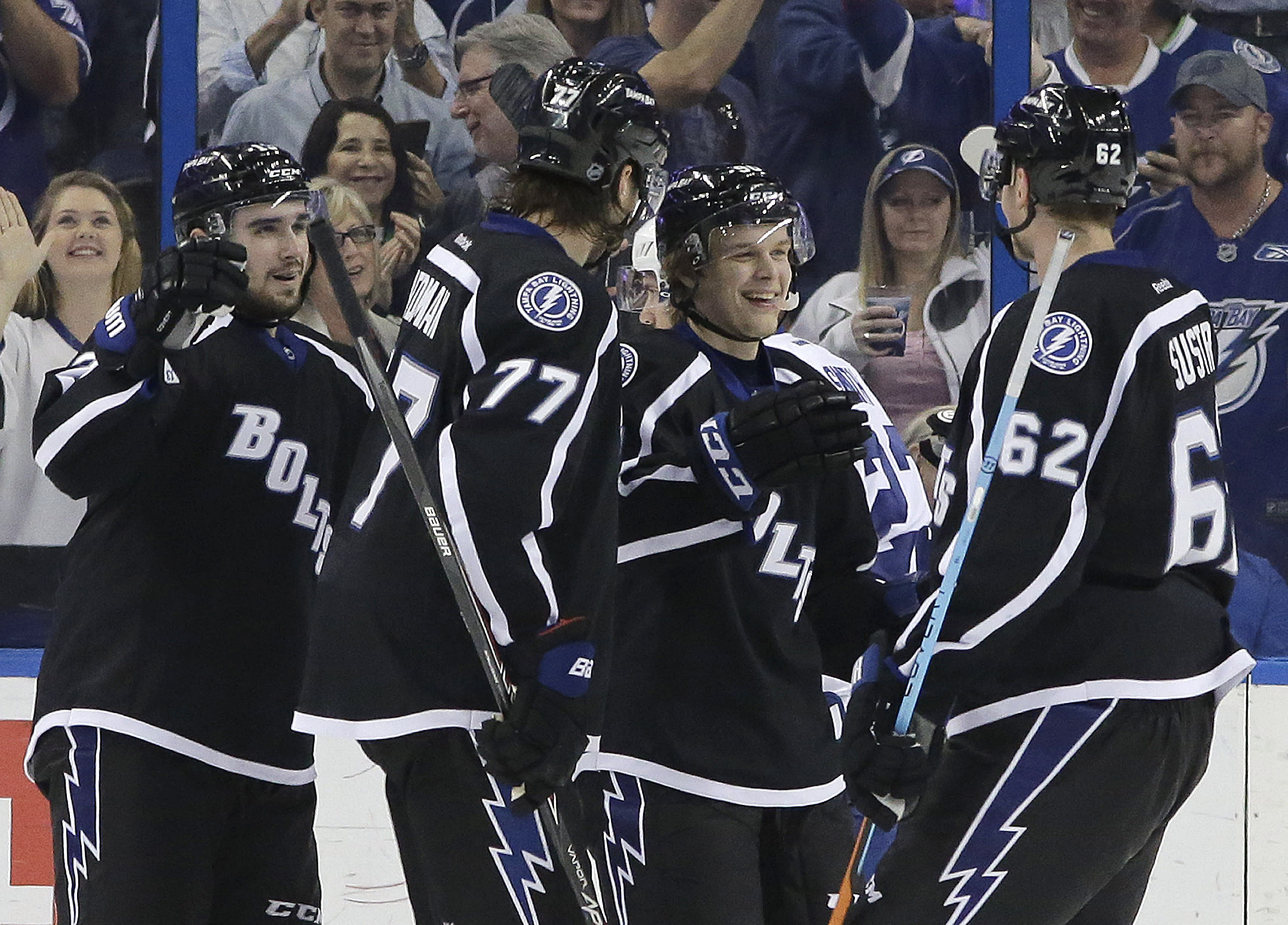 Lightning double up Maple Leafs 4-2
