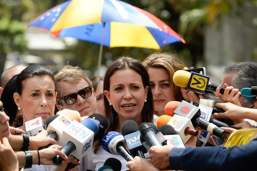 Venezuelan students demand end to 'deadly force' order