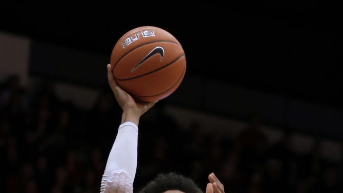 Stanford's Josh Huestis (24) shoots over Oregon's E.J. Singler during the first half of an NCAA college basketball game Wednesday, Jan. 30, 2013, in Stanford, Calif. (AP Photo/Ben Margot)