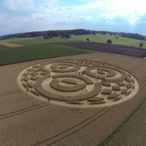 Raw: Thousands Flocking to German Crop Circle