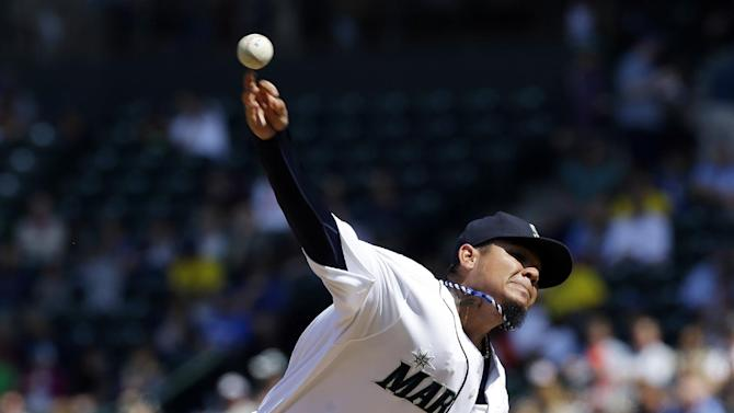 Hernandez in control for 8, Mariners blank Brewers