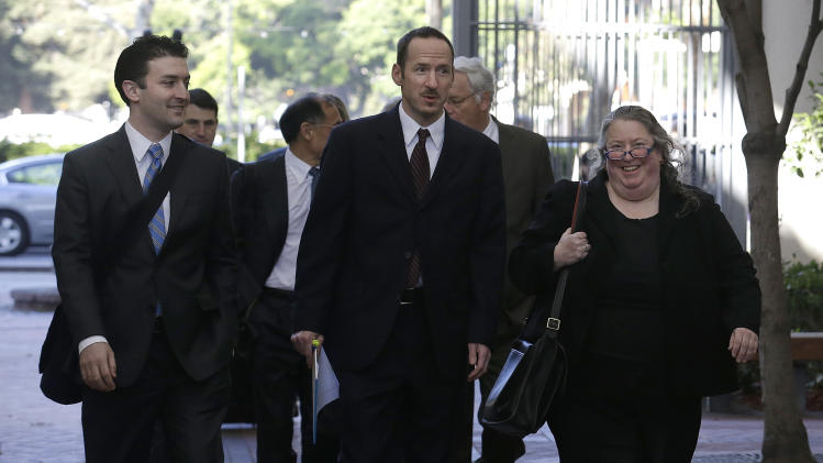 FILE - In this Tuesday, April 29, 2014, file photo, apple attorney Rachel Krevans, right, walks with others to a federal courthouse in San Jose, Calif. A California jury determined Friday May 2, 2014, that Samsung infringed Apple smartphone patents and awarded $120 million damages. (AP Photo/Jeff Chiu, File)