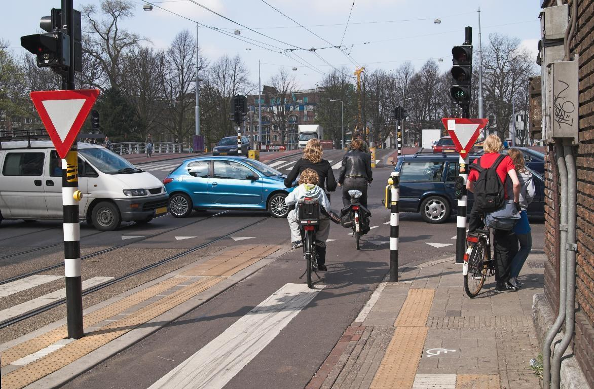 Dutch approve large-scale testing of self-driving cars