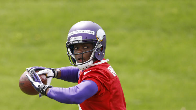 Bridgewater signs rookie contract with Vikings
