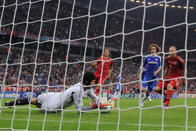 Chelsea's Czech Goalkeeper Petr Cech (L) Jumps To Stop The Penalty Kicked By Bayern Munich's Dutch Midfielder Arjen AFP/Getty Images
