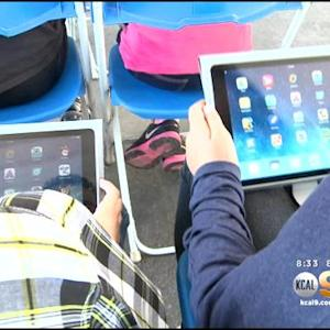 Fullerton Elementary School Replaces Textbooks With iPads