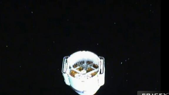 SpaceX's Dragon Space Capsule Visible in Southern Night Sky