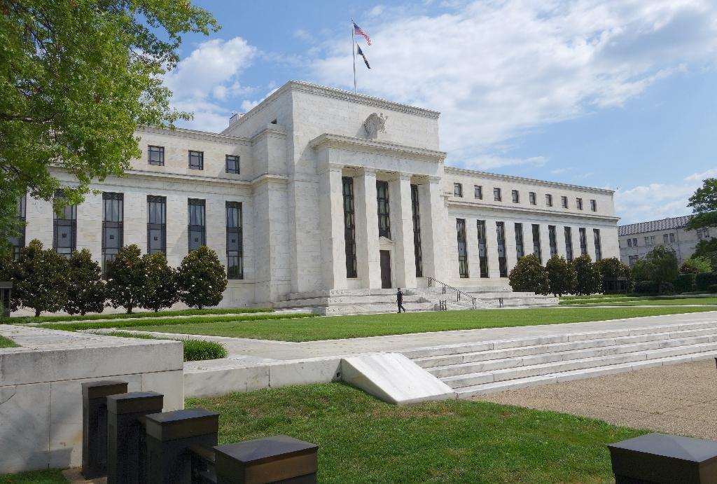 Fed seen deferring rate hike despite unemployment fall