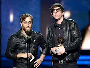 Dan Auerbach, Black Keys Frontman, Splits With Wife Stephanie Gonis
