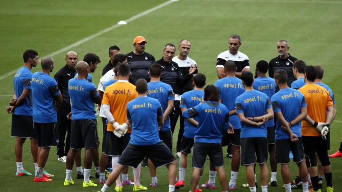 Apoel Nicosia's coach Giorgos Donis speaks to his players during a training session at Camp Nou stadium in Barcelona