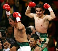 File photo dated November 2006 shows Mexico&#39;s Omar Nino Romero (L) celebrating after defeating Brian Viloria (R) in their WBC light flyweight title match. Viloria gained revenge over Romero on Sunday, winning by a technical knockout to retain his title in a hard-fought bout