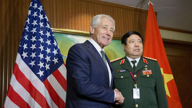 U.S. Defense Secretary Chuck Hagel, left, meets with Vietnam's Defense Minister Phung Quang Thanh, right, before the start of their meeting, Saturday, May 31, 2014 in Singapore. Hagel traveled to Singapore to attend the 13th Asia Security Summit. (AP Photo/Pablo Martinez Monsivais, Pool)