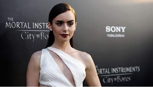 Hati-hati 'Browsing' Lily Collins di Internet