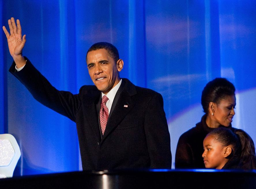 PHOTOS: The Best Moments from the Obama Family's Annual Tree Lighting Ceremony