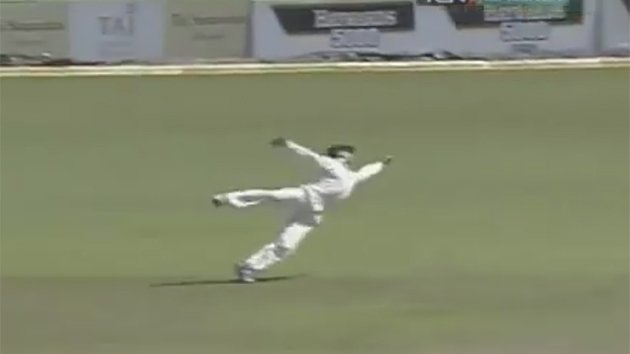 Amazing full stretch cricket catch