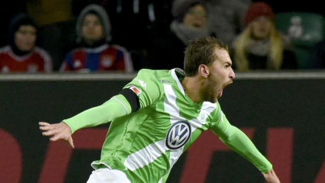 VfL Wolfsburg's Dost celebrates scoring against Bayern Munich in Bundesliga soccer match in Wolfsburg