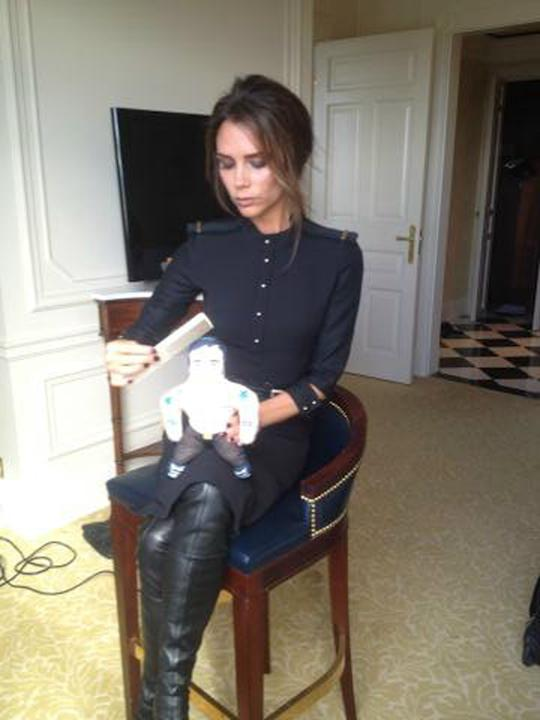 "Celebrity photos: We love Victoria Beckham's funny Twitpics, including this latest one. She tweeted this snap along with the caption: ""Getting ready for a night out with my date #musclemanmarc"""