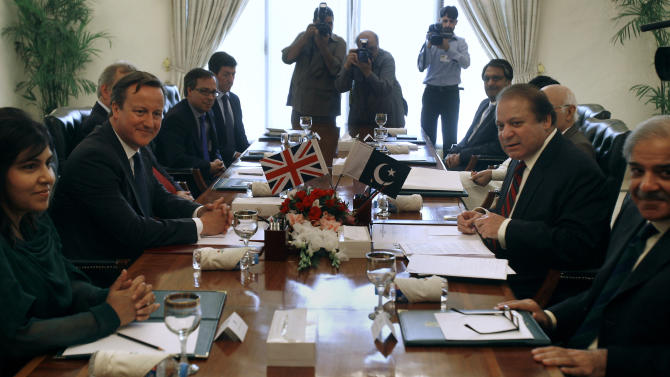 British Prime Minister David Cameron, second left, holds talks with his Pakistani counterpart Nawaz Sharif, second right, Sunday, June 30, 2013 in Islamabad, Pakistan. Cameron is in Islamabad on a tow-day visit to hold talks with Pakistani top leaders on bilateral interest, regional and international importance including the peace process in Afghanistan. (AP Photo/Anjum Naveed)
