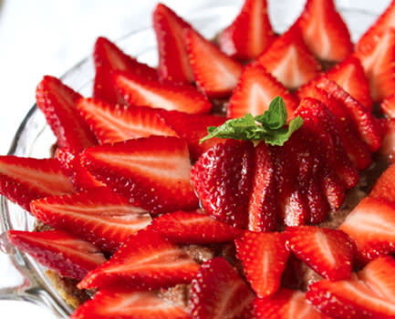 Strawberry Chocolate Raw Pie