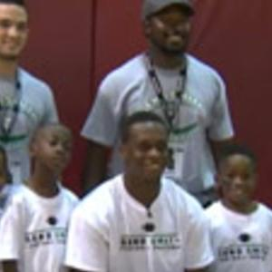 New York Jets quarterback Geno Smith hosts youth football camp