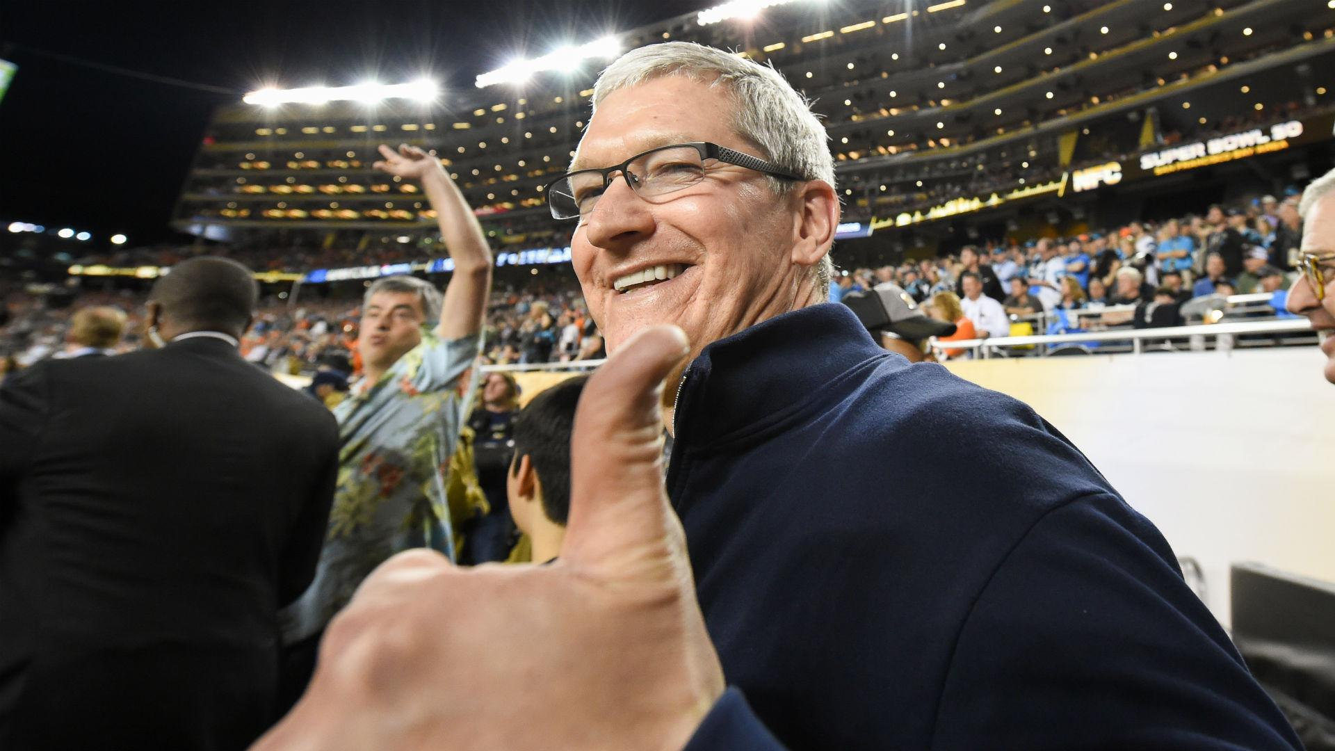 Tim Cook deletes his blurry Super Bowl photo after Twitter backlash