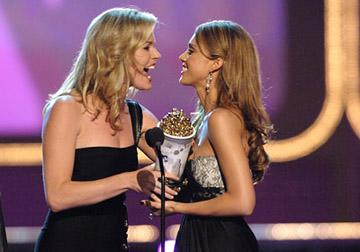 Rebecca Romijn presents Jessica Alba Sexiest Performance - Sin City MTV Movie Awards - 6/3/2006