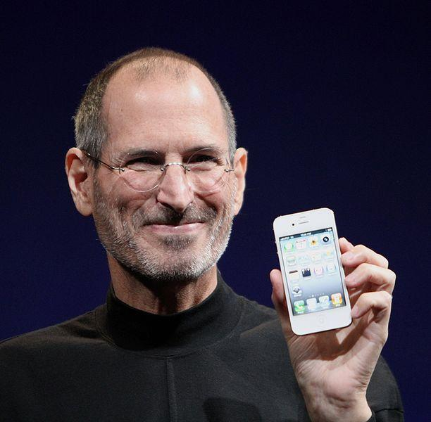 Steve Jobs with the iPhone 4.